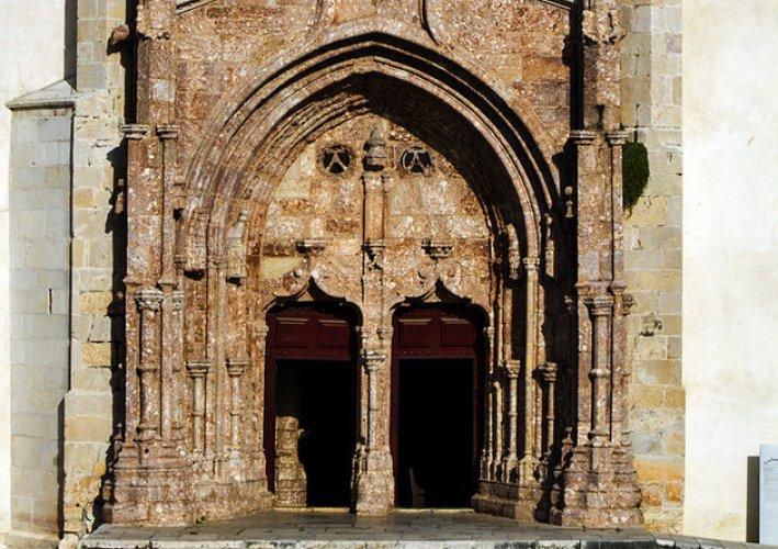 كنيسة يسوعفي مدينة سيتوبال بالبرتغال