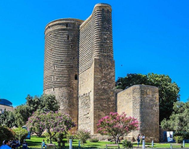 برج العذراء في باكو