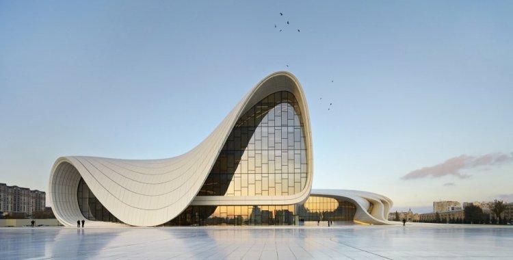 مركز حيدر علييف في باكو أذربيجان