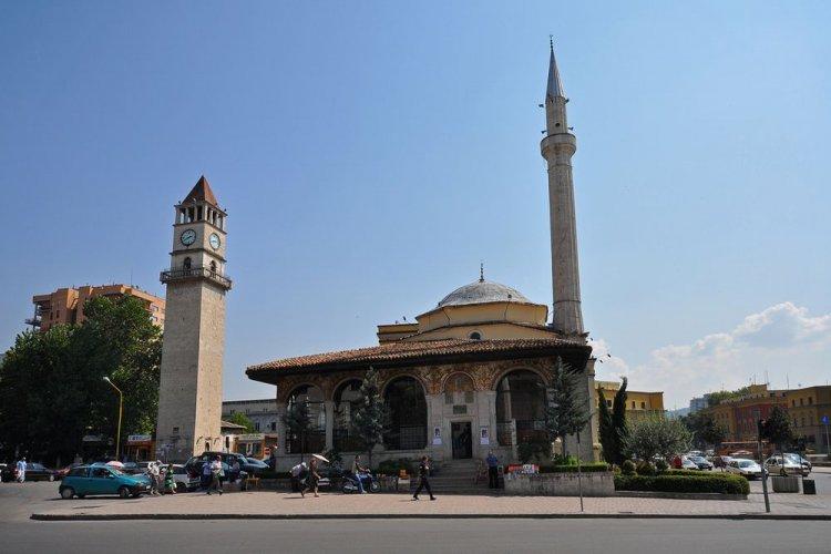 مسجد أدهم باي في مدينة تيرانا