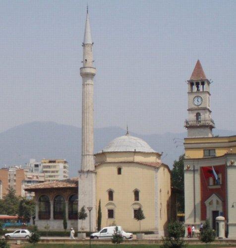 مسجد أدهم باي في مدينة تيرانا - ألبانيا