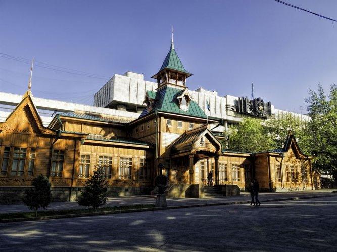 متنزه حلبة ميديو للتزلجفي ألماتي - كازاخستان