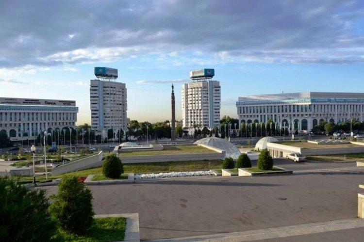 ساحة الجمهورية في ألماتي - كازاخستان