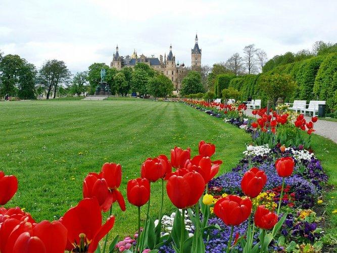 حديقة قصر شفيرين في ألمانيا