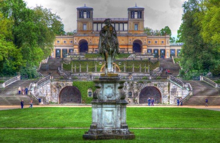 الزخارف والديكورات التي تعكس الجمال والجاذبية في قصر سانسوسي