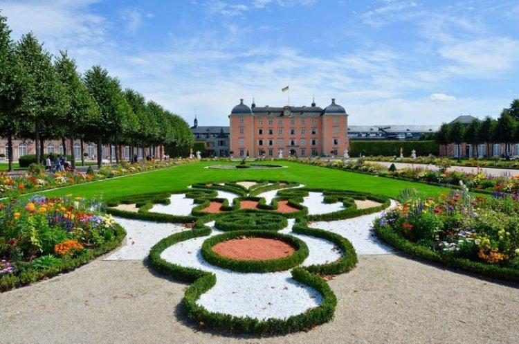 قصر شلوس شويتزينجين