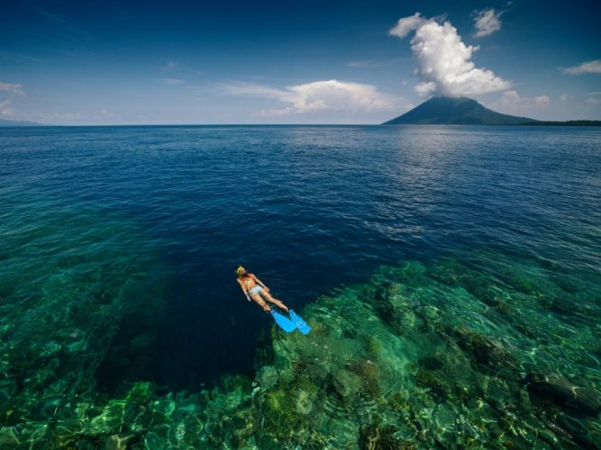 مياه جزيرة بوناكين في إندونيسيا