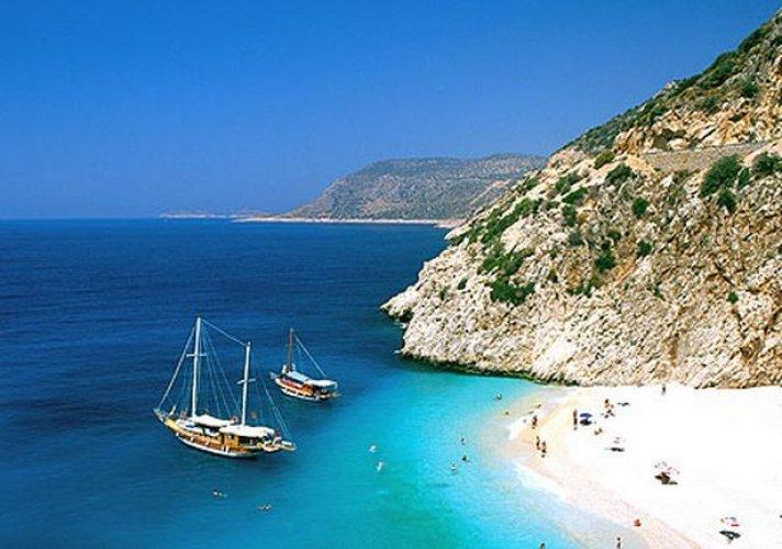 شاطئ لارا في أنطاليا
