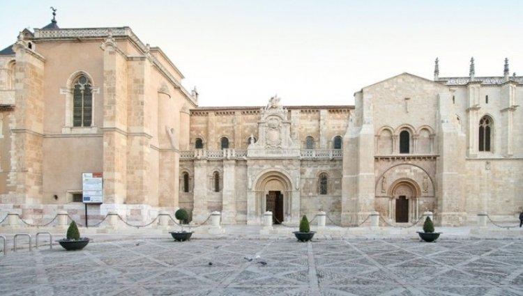 الكلية الملكية للقديس اسيدورو في ليون فرنسا