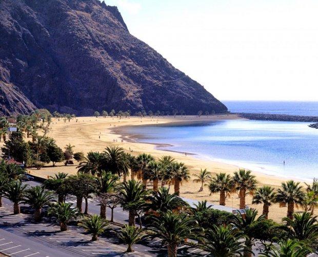 شاطئ دي لاس تيريسيتاس في جزيرة تنريفي
