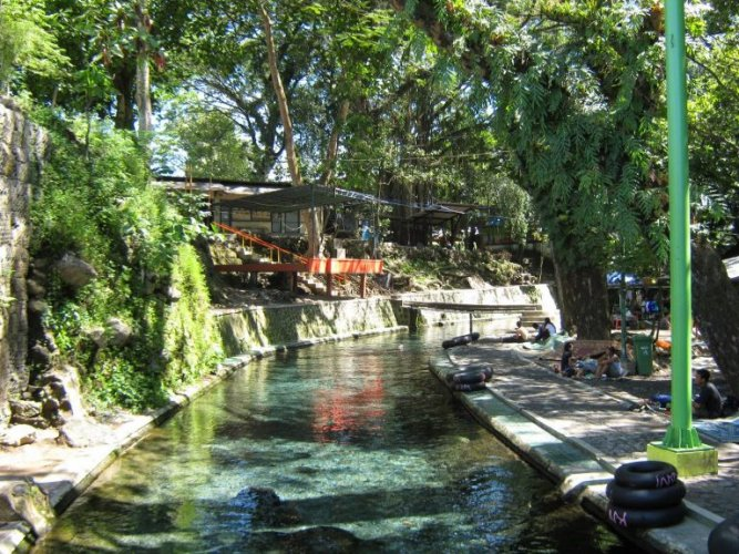 ملاهي Waterboom Cokro الطبيعية
