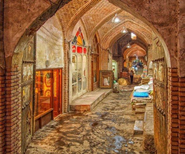 بازار تبريز، أحد الممرات التى تحتوى محلات على جانبيهاز