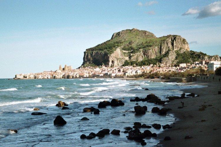 مدينو تشفالو في جزيرة صقلية الإيطالية