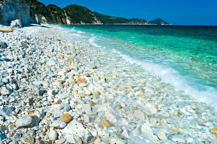 شاطئ كابو بيانكو بجزيرة إلبا