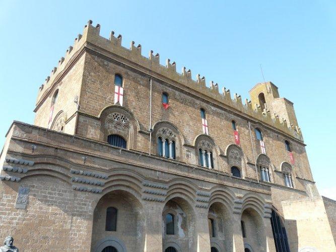قصر ديل بوبولو