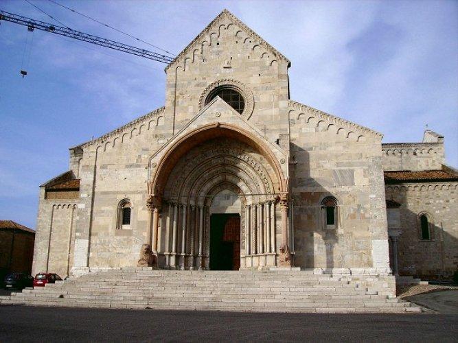 كاتدرائية أنكونا مثال لاختلاط العناصر الرومانية والبيزنطية