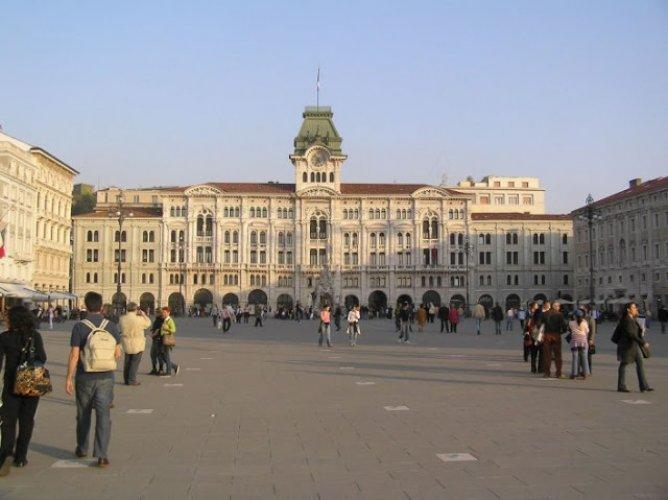 ساحة يونيتا ديتاليا Piazza Unita D' ltalia