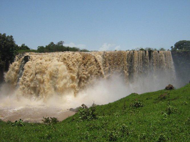 شلالات النيل الازرق بالقرب من بحيرة تانا