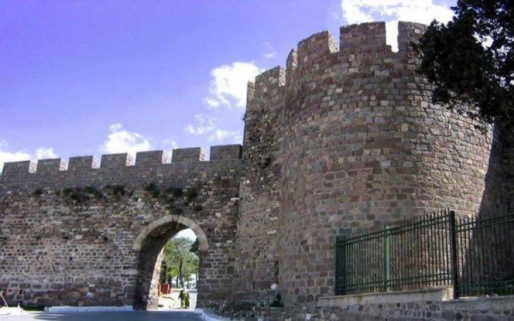 قلعة كاديفيكالي في مدينة إزمير التركية