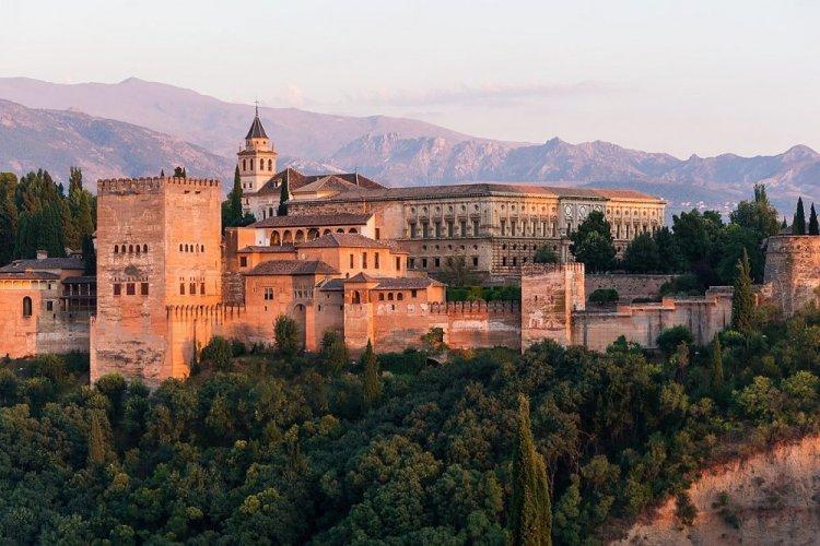 قصر الحمراء في اسبانيا