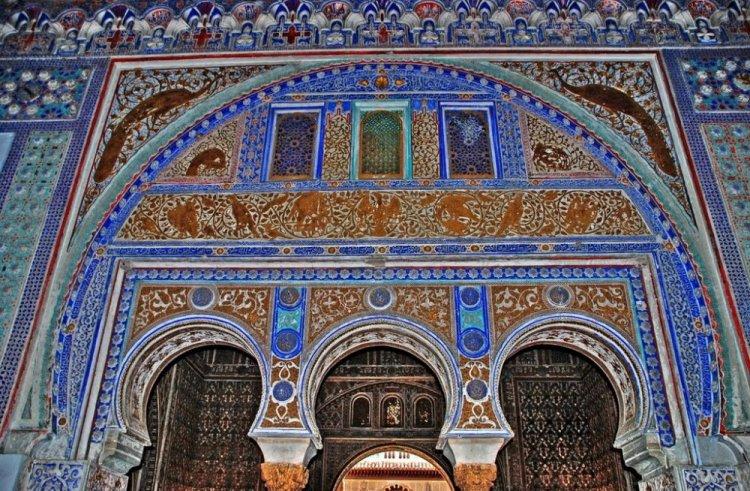 احد جداران قصر المورق