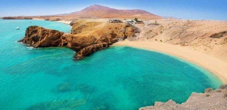 بلاياس دي باباغايو في جزيرة لانزاروت اسبانيا