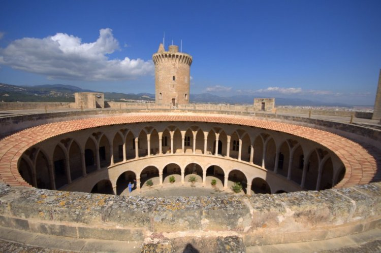 معمار قلعة بيلفير