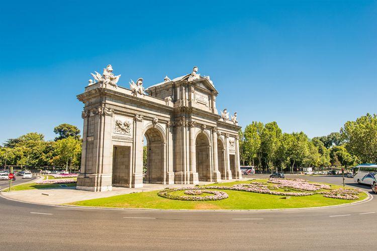بوابة ألكالا - بوابة القلعة في مدريد