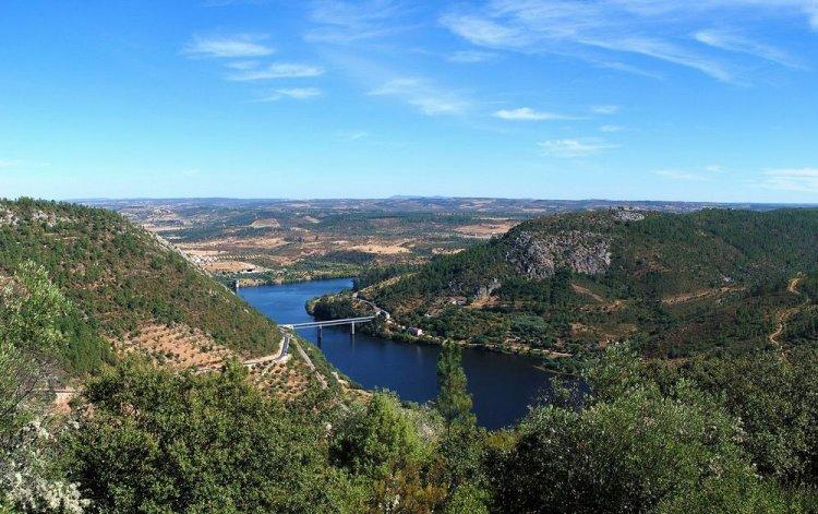 نهر تاجة بين اسبانيا و البرتغال