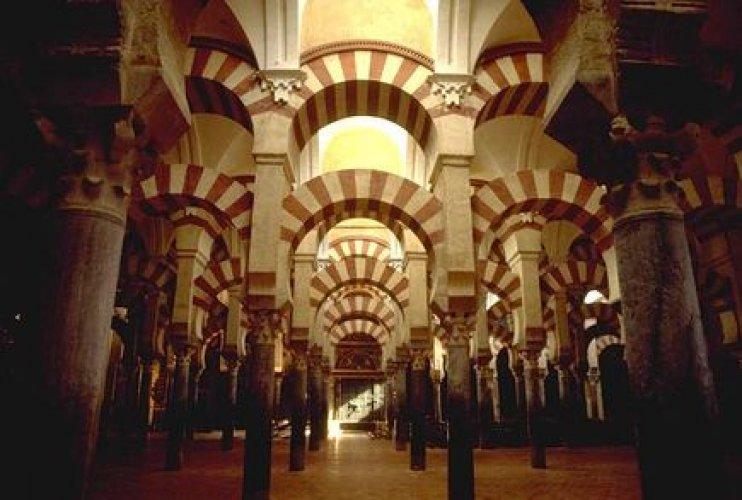 العمارة المغربية في بهو الصالة بمسجد قرطبة