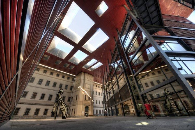 الطابع المعماري والتصميم المميز لمتحف رينا صوفيا