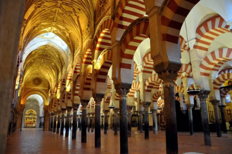 أقواس مسجد قرطبة الشهيرة