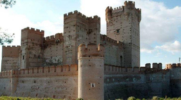 قلعة لا موتا في اسبانيا