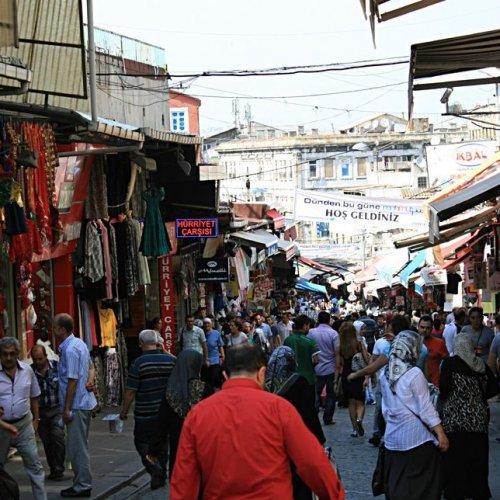 2282899ae محمود باشا بازار في اسطنبول - تركيا - سائح