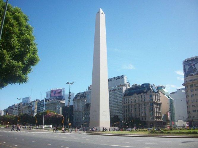 مسلة بوينس آيرس في الأرجنتين