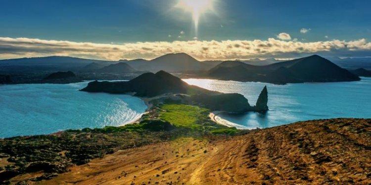 جزر غالاباغوس مثالية للغوص والسباحة وممارسة الرياضات المائية المختلفة