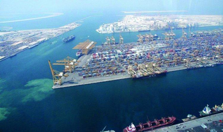 ميناء جبل علي في الإمارات