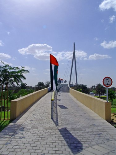 جسر فوق شارع الشيخ زايد في حديقة زعبيل