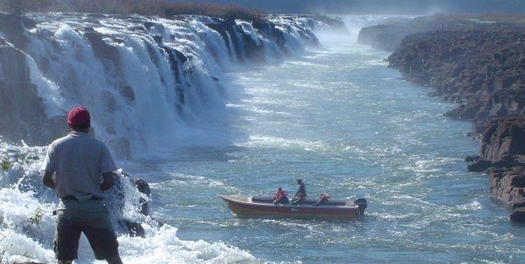 رحلات القوارب والتقاط الصور التذكارية في شلالات موكونا