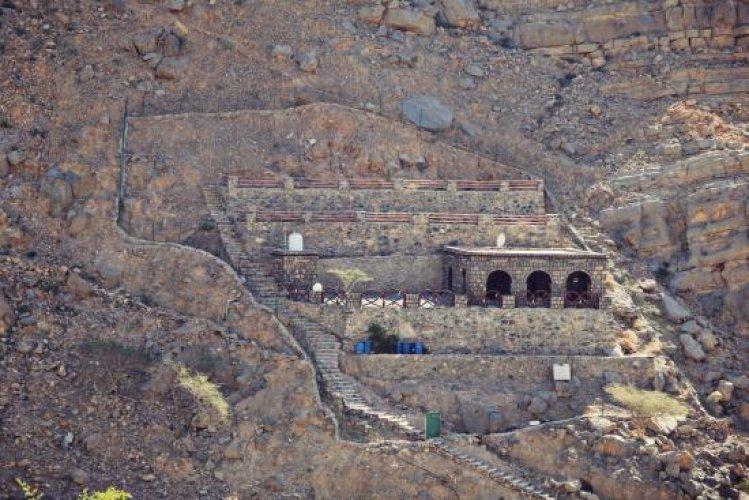 قرى ووديان معزولة وفواكه من فيض الأمطار على جبل جيس رأس الخمية
