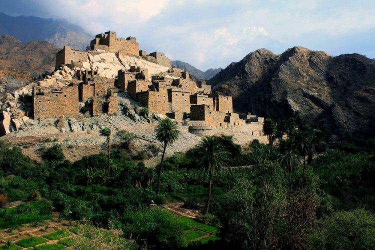 قرية ذي عينفي الباحة