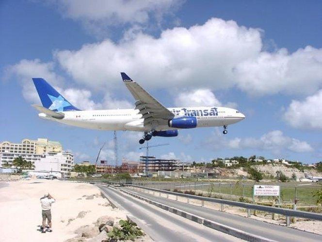 مطار الأميرة جوليانا الدولي