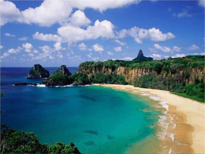 شواطئ جزيرة فرناندو دى نورونا في البرازيل