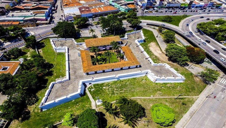 قلعة سينكو بونتاس النجمية
