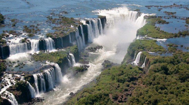 شلالات إجوازو بين البرازيل والأرجنتين