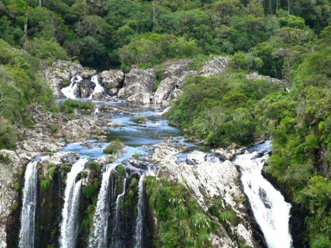 حديقة ابارادوس دا سيرا الوطنية في البرازيل موطن للنباتات والحيوانات النادرة