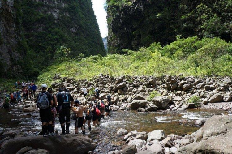 التكوينات الصخرية في حديقة ابارادوس دا سيرا الوطنية في البرازيل