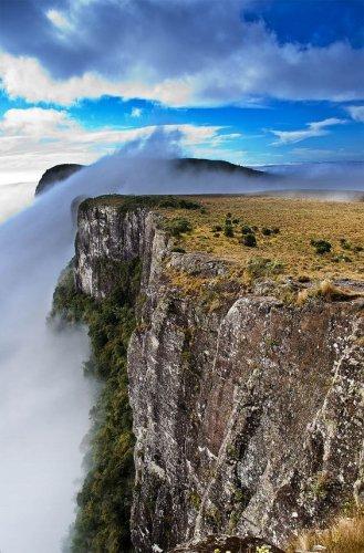 حديقة ابارادوس دا سيرا الوطنية واحدة من الحدائق الوطنية الأولى في البرازيل