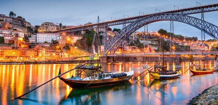 ركوب القوارب في نهر بورتو البرتغال
