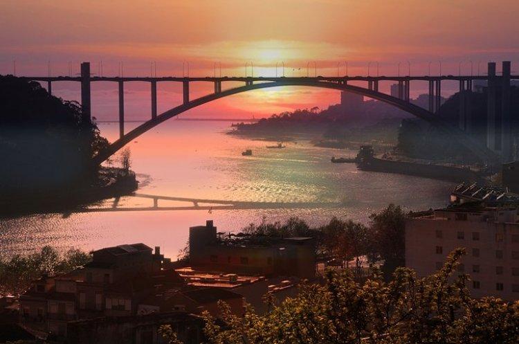جسر أرابيدا في مدينة بورتو البرتغال